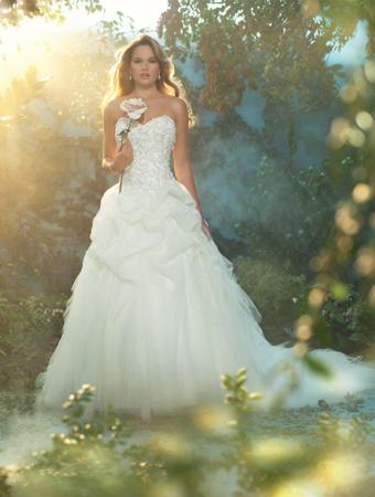 眠れる森の美女_オーロラ姫ウェディングドレス_AlfredAngelo(アルフレッドアンジェロ)9