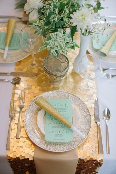 ゴールドテーブルランナー