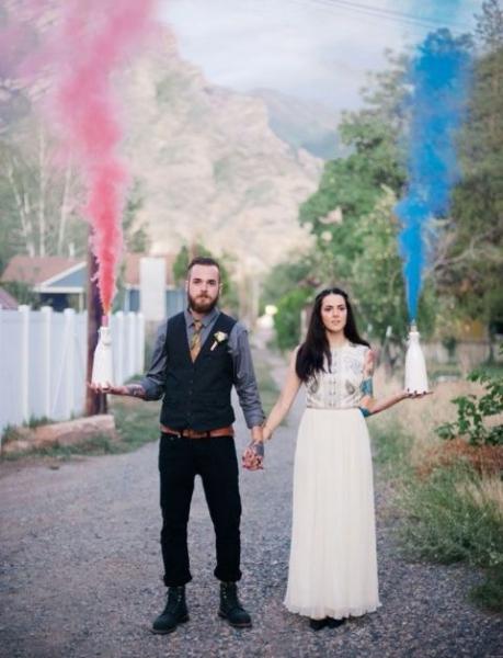 21-Awesome-Smoke-Bomb-Wedding-Ideas10.jpg