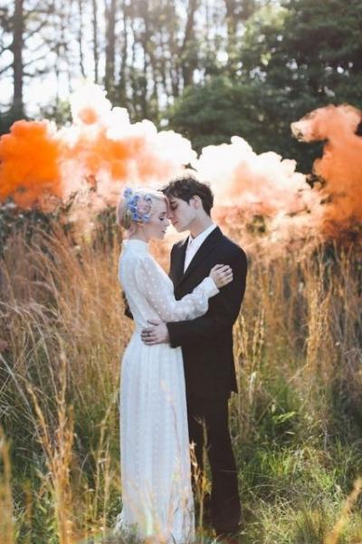 21-Awesome-Smoke-Bomb-Wedding-Ideas14.jpg