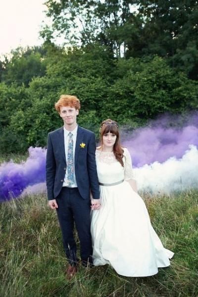 21-Awesome-Smoke-Bomb-Wedding-Ideas18.jpg