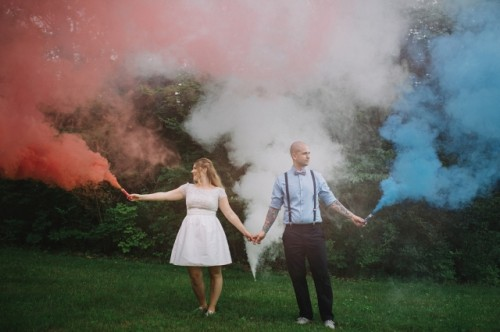 21-Awesome-Smoke-Bomb-Wedding-Ideas4-500x332.jpg