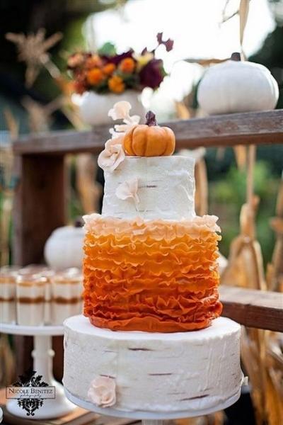 22-Pumpkin-Wedding-Cake-Ideas-For-Fall2.jpg