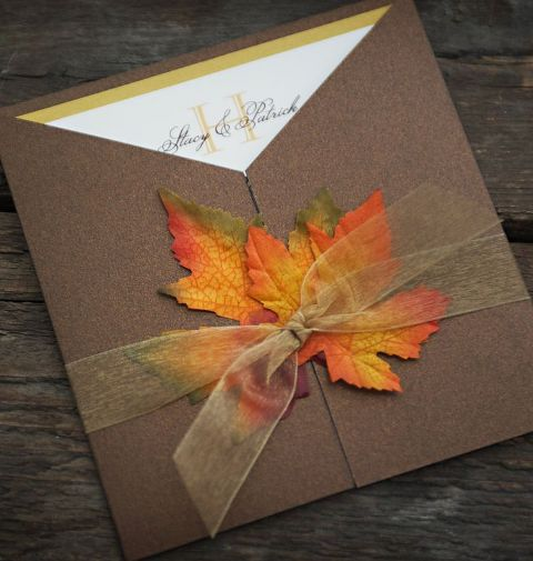 25-Romantic-And-Bright-Ways-To-Incorporate-Fall-Leaves20.jpg