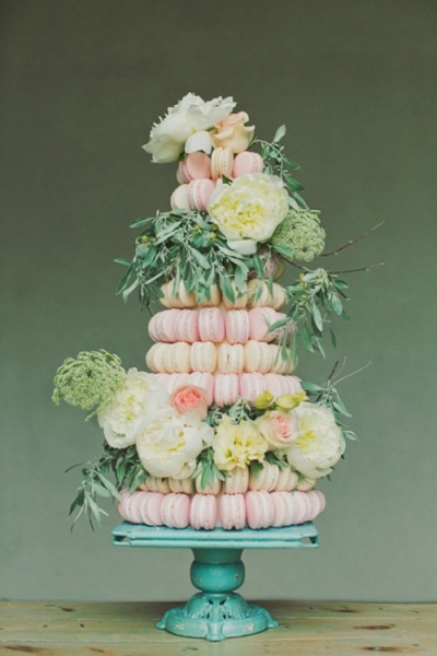 25-trendy-and-unique-macaron-tower-wedding-cakes-2-500x750.jpg