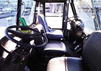 コマツWT500Eの運転席