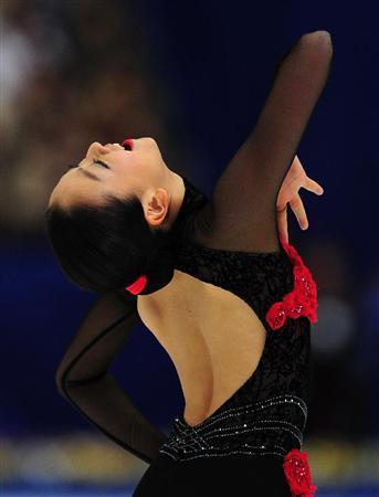 Tango-Schnittke-Mao-Asada-Red-Rose-Dress-figure-skating16.jpg