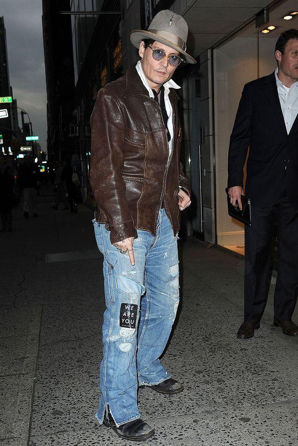 Johnny-Depp-and-Amber-Heard-shop-at-Bauman-Rare-Books-Store-April-2014.jpg
