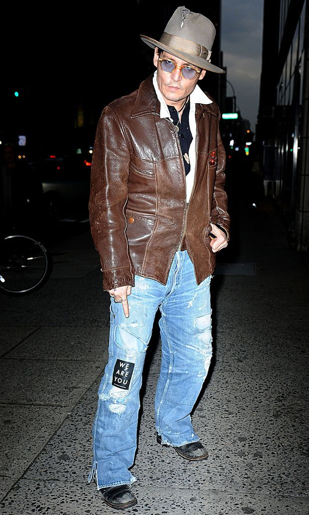 Johnny-Depp-and-Amber-Heard-shop-at-Bauman-Rare-Books-Store-April-2014nn.jpg