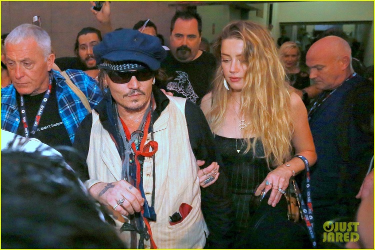 amber-heard-joins-johnny-depp-at-rock-in-rio-show-05.jpg