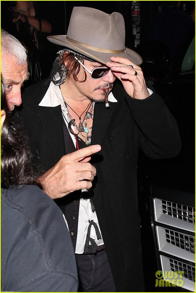 johnny-depp-amber-heard-hollywood-vampires-concert-13.jpg