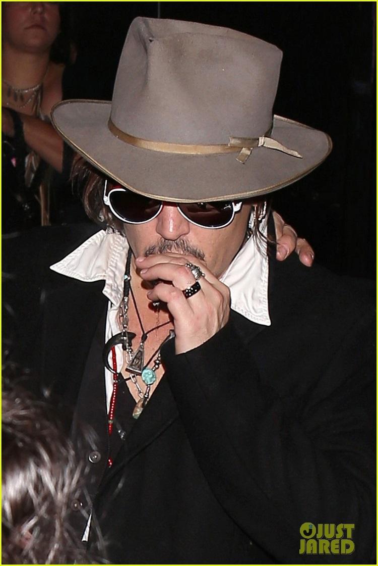 johnny-depp-amber-heard-hollywood-vampires-concert-14.jpg