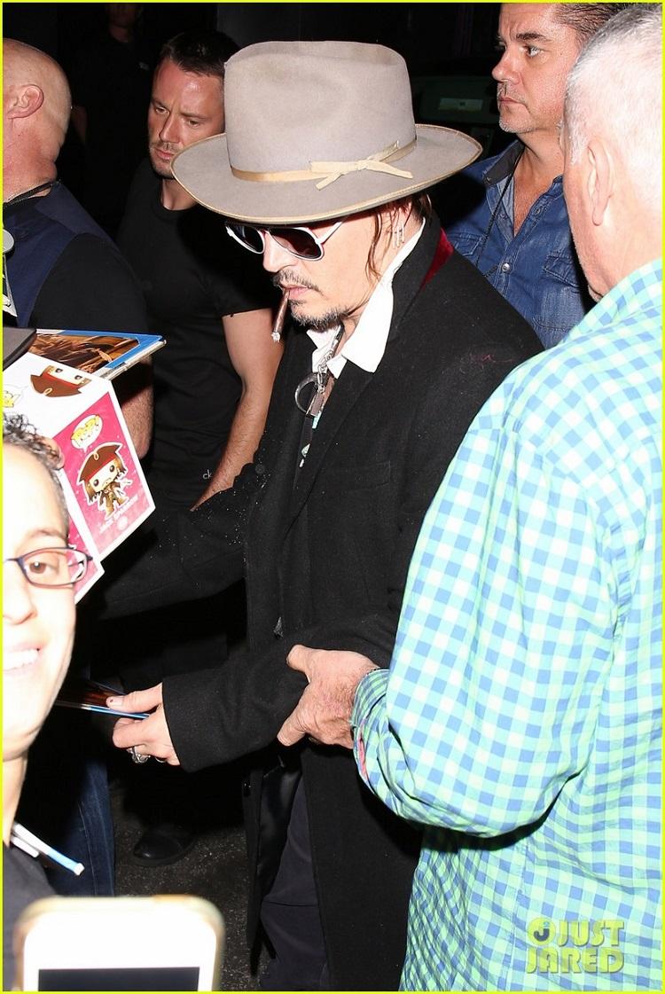 johnny-depp-amber-heard-hollywood-vampires-concert-19.jpg