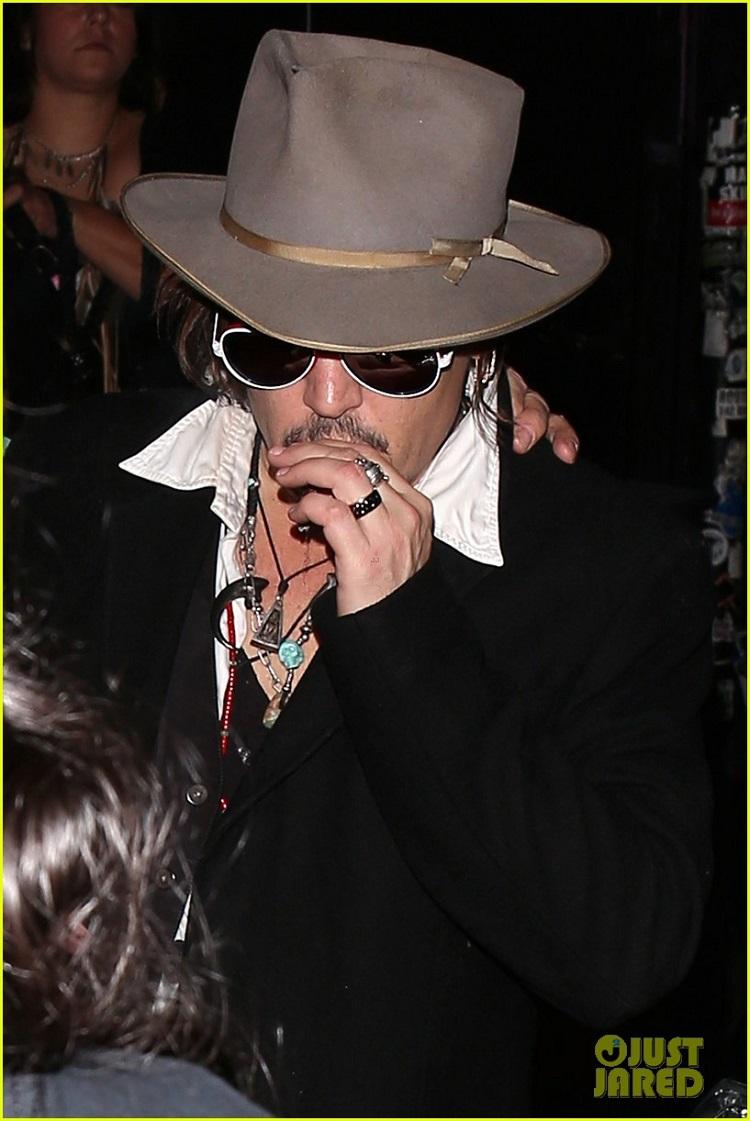 johnny-depp-amber-heard-hollywood-vampires-concert-21.jpg