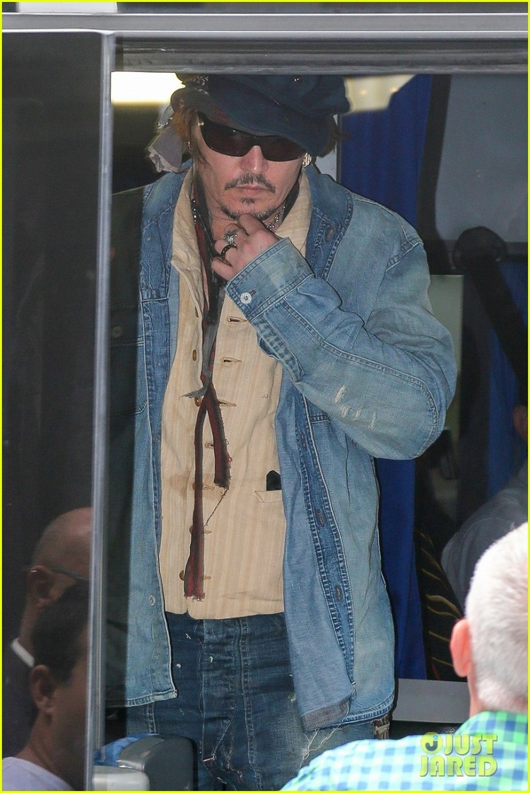 johnny-depp-rocking-in-rio-18.jpg