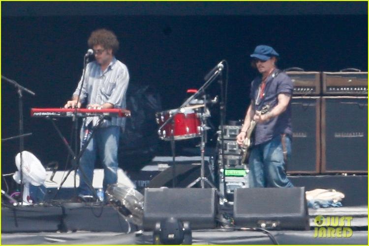 johnny-depp-rocking-in-rio-29.jpg
