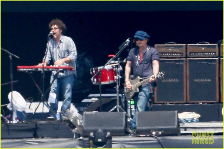 johnny-depp-rocking-in-rio-31.jpg