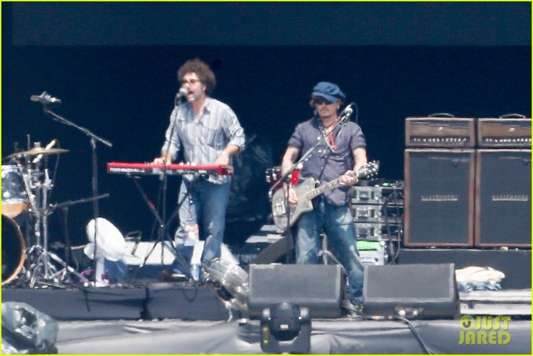 johnny-depp-rocking-in-rio-32.jpg