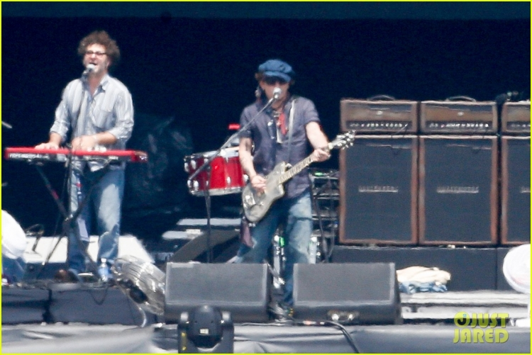johnny-depp-rocking-in-rio-33.jpg