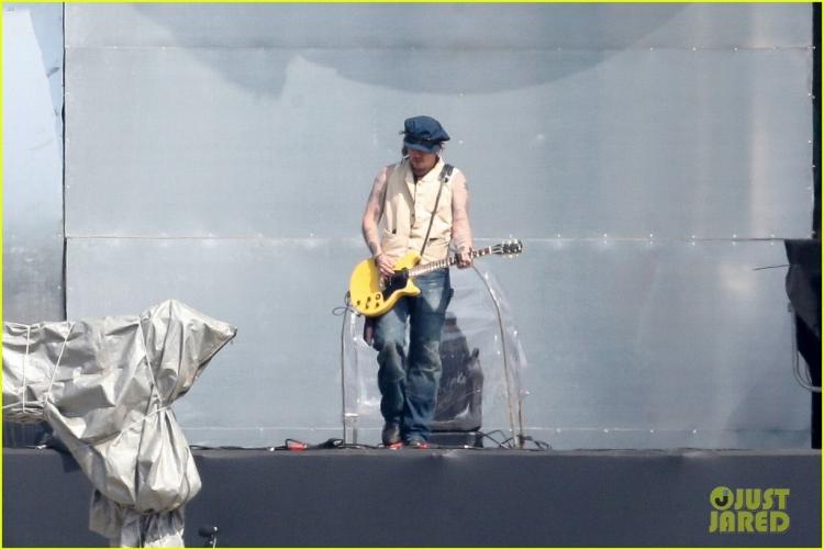 johnny-depp-rocking-in-rio-35.jpg
