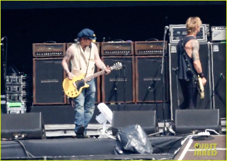 johnny-depp-rocking-in-rio-37.jpg