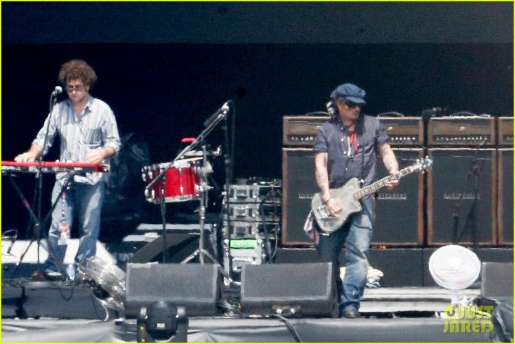 johnny-depp-rocking-in-rio-38.jpg