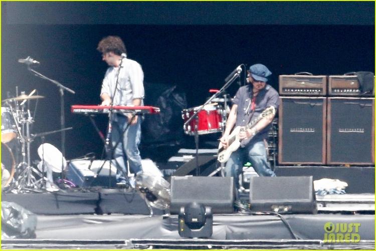 johnny-depp-rocking-in-rio-39.jpg