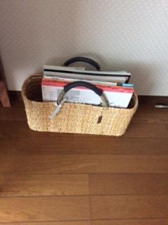 カゴバッグに本を収納