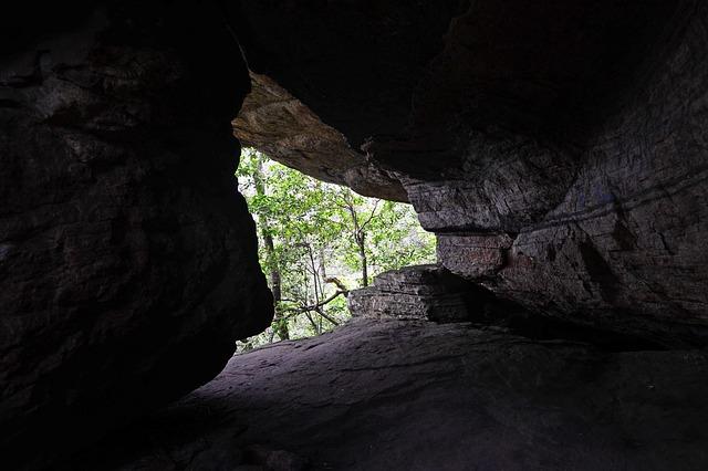 cave-262258_640.jpg