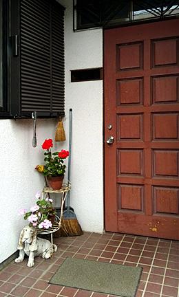 entrance-260432.jpg