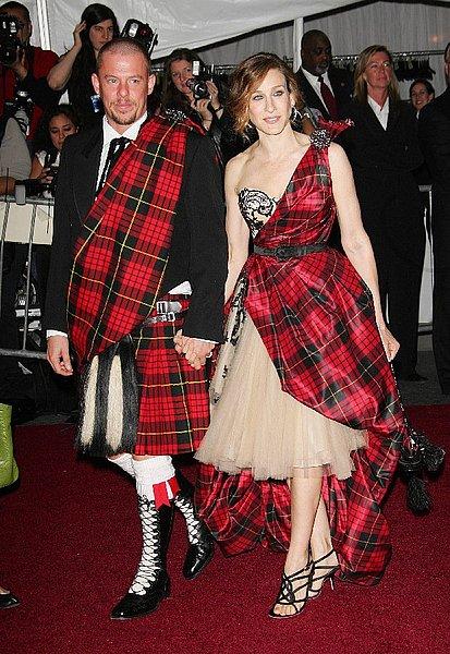Alexander-McQueen-and-Sarah-Jessica-Parker-in-tartan-Met-Gala-2006.jpg