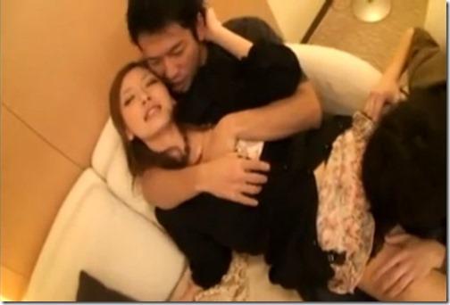 酔ったお姉さんをなし崩しセックス。失神した隙に中出し成敗!