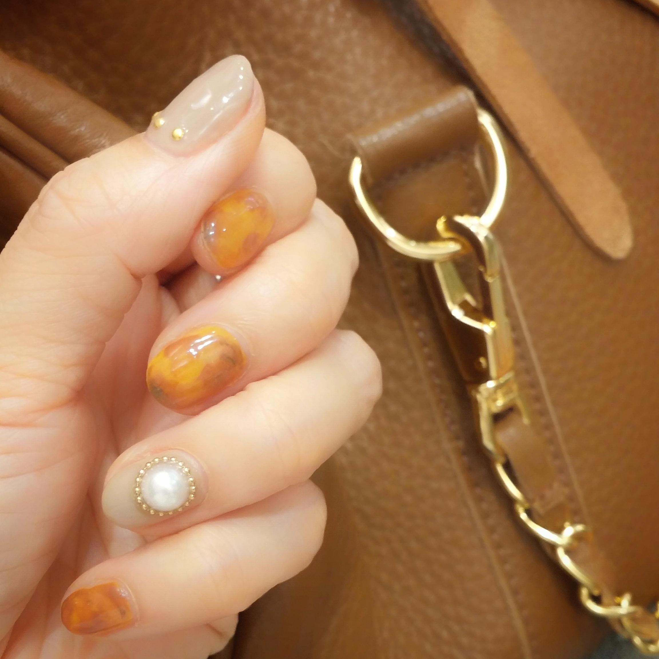 camel x gray nail