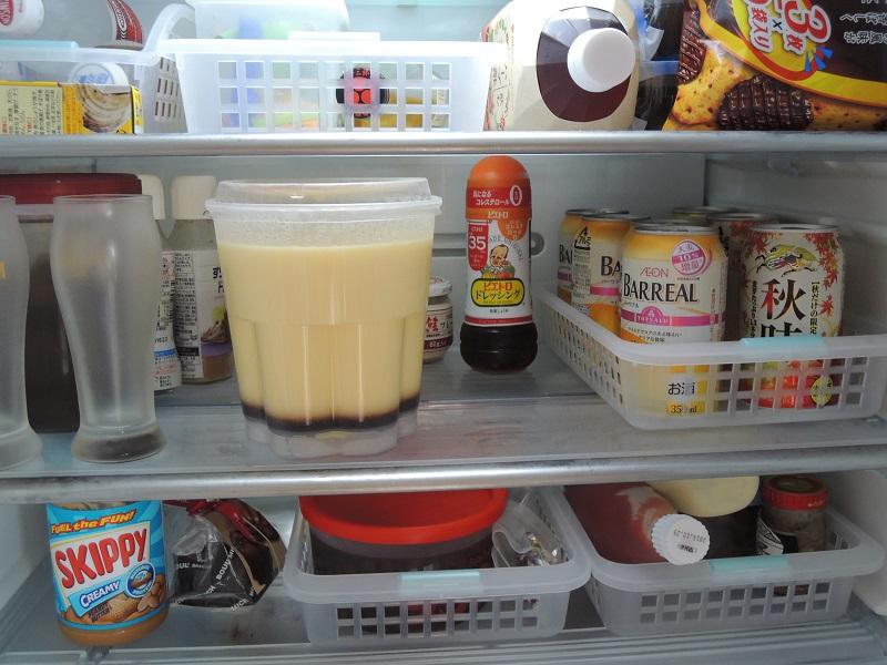 プリンを冷蔵庫の中に