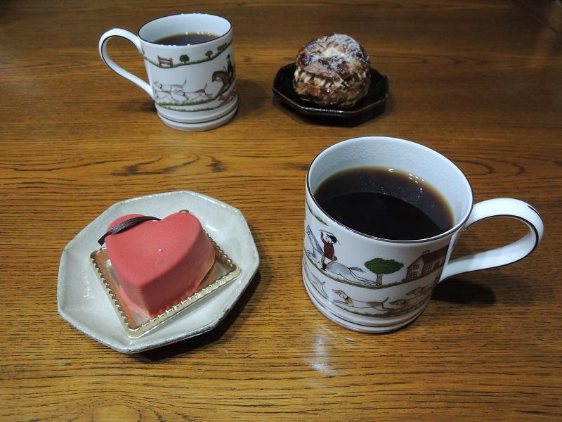珈琲と一緒にケーキをいただきます