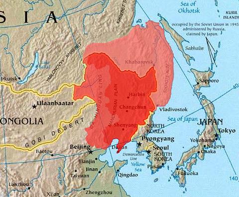 右側の薄い赤が外満洲、外満州の北側がネルチンスク条約による清・ロシアの国境、外満州の南側がアイグン条約と北京条約による清・ロシアの国境
