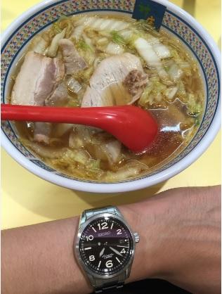 神座 ルクア大阪店のラーメンとセイコー機械式腕時計SARG009