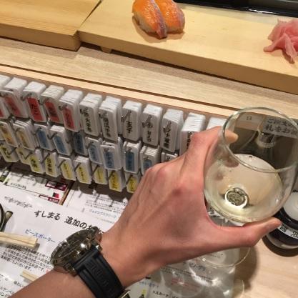 白ワインとサーモンのお寿司
