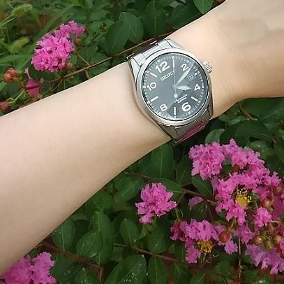 セイコー(メカニカル)機械式腕時計SARG009とピンク色の花