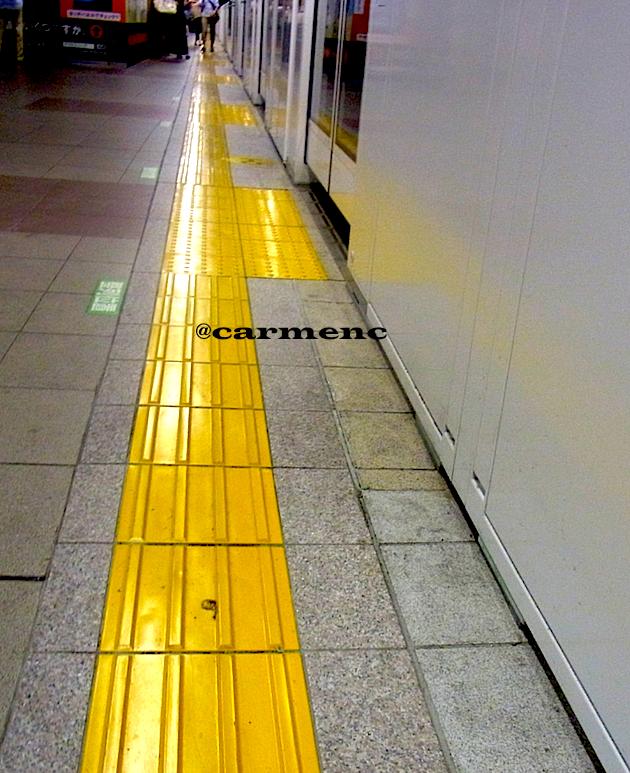 ホーム 黄色いライン