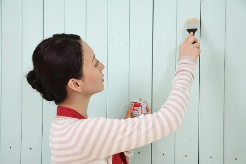 模様替え 壁にペンキを塗る