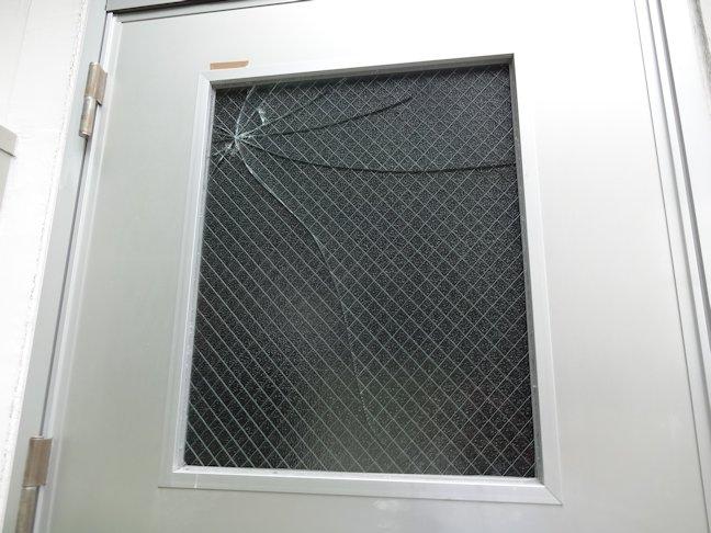 網入りガラスをアクリル板に交換