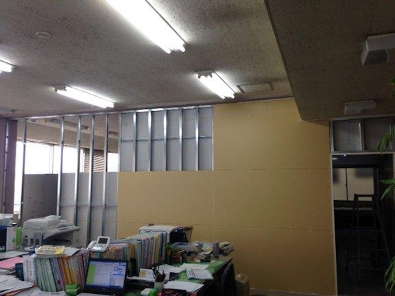 某事務所間仕切り壁工事