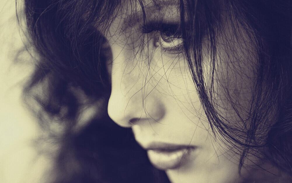 6986024-beauty-woman-face-close-up-photo.jpg