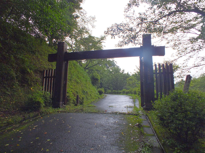 松尾城大手門